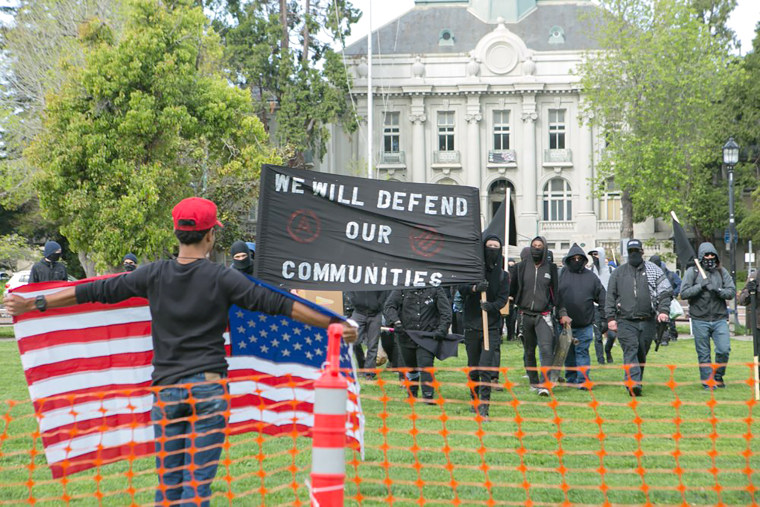 Image: Trump Supporters and Protesters Clash at Free Speech Rally in Berkeley