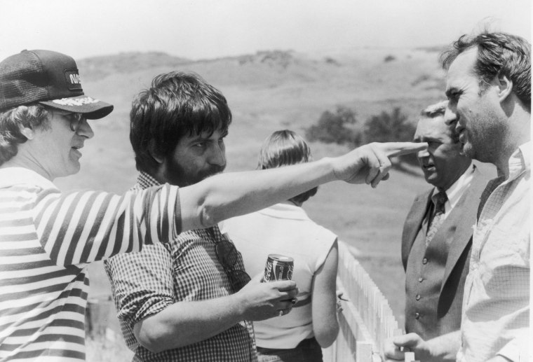 Image: (FILE) Director Tobe Hooper dies at 74 Spielberg, Hoope And Nelson On 'Poltergeist' Set, 1982.