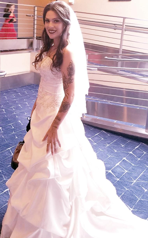 12 brides will wear the same wedding dress.