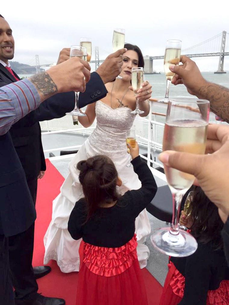 12 brides will wear the same wedding dress