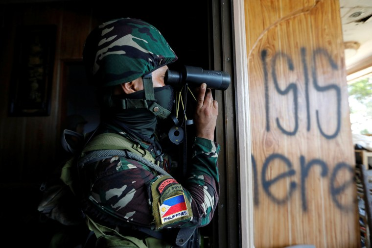 Image: A Filipino Soldier in Marawi city