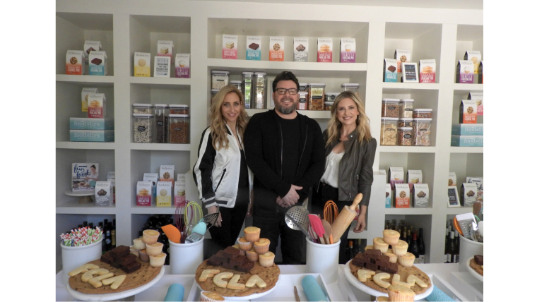 (L-R) Galit Laibow, Greg Fleishman & Sarah Michelle Gellar founded Foodstirs, an organic baking goods brand in 2015.