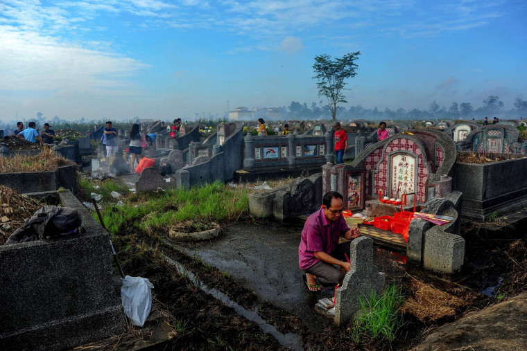Image: Ethnic Chinese Indonesians visit their ancestral graves at a cemetery in West Kalimantan