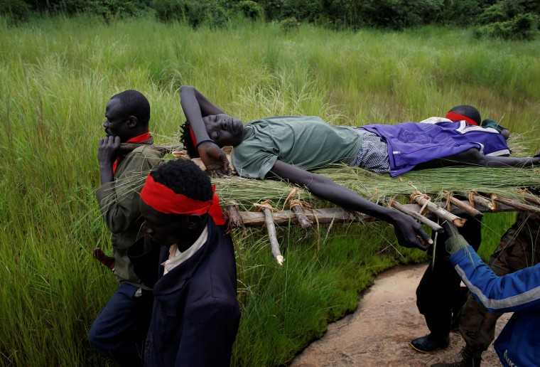 Image: South Sudanese rebels carry an injured rebel after an assault on government forces
