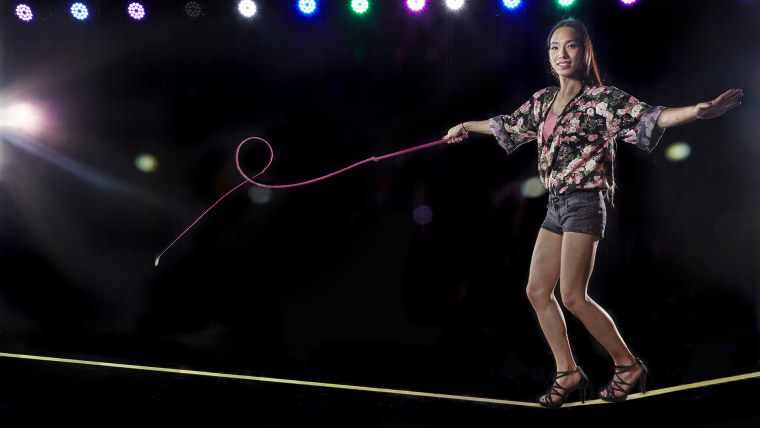 April Choi - Most stock whip cracks on a slackline in one minute