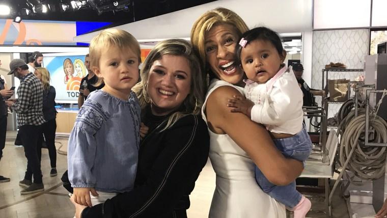 Kelly Clarkson, Hoda Kotb, River Rose and Haley Joy