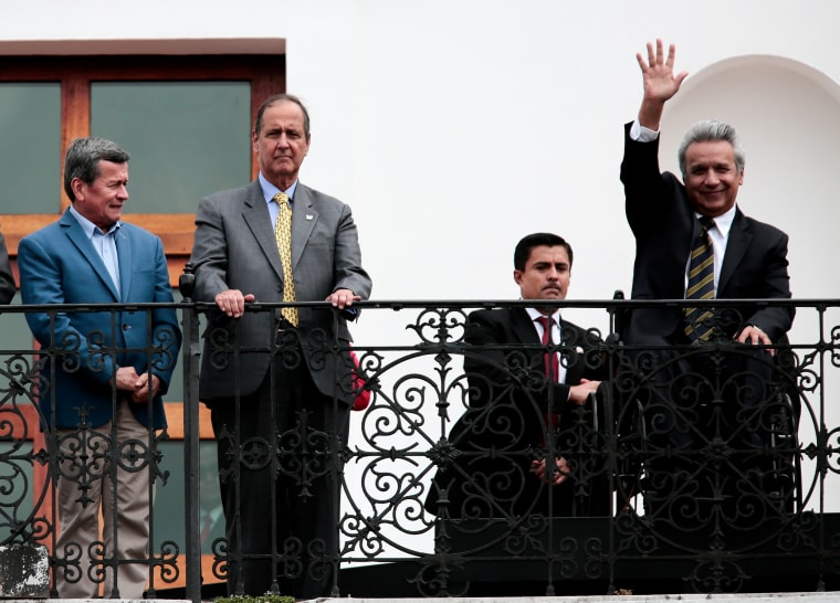 Image: Ecuadorian President meets heads of the negotiation teams of the peace dialogues between Colombia and ELN