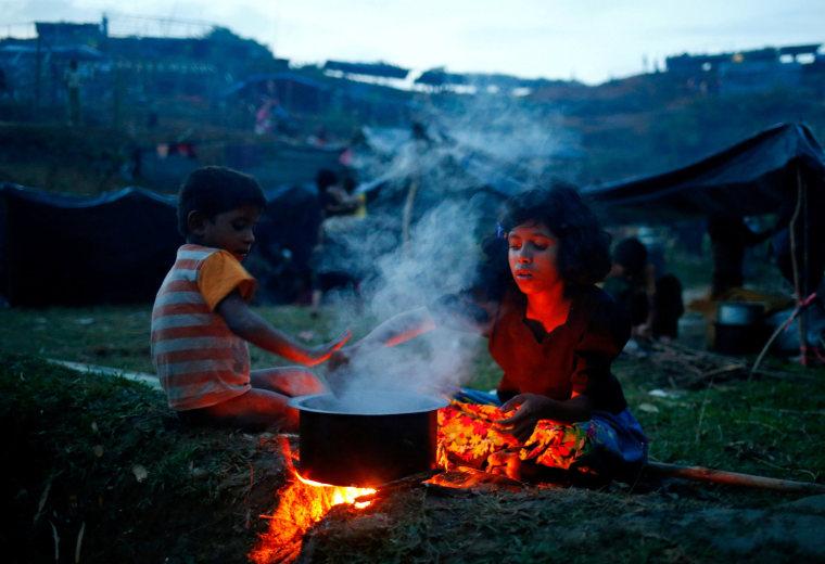 Image: A Rohingya refugee girl cooks a meal near Balukhali in Cox's Bazar