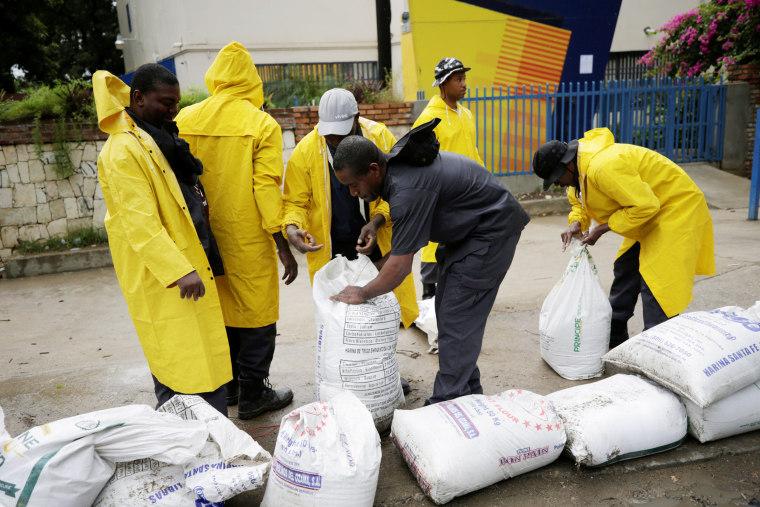 Image: Men set sandbags in a street of Cap Haitien