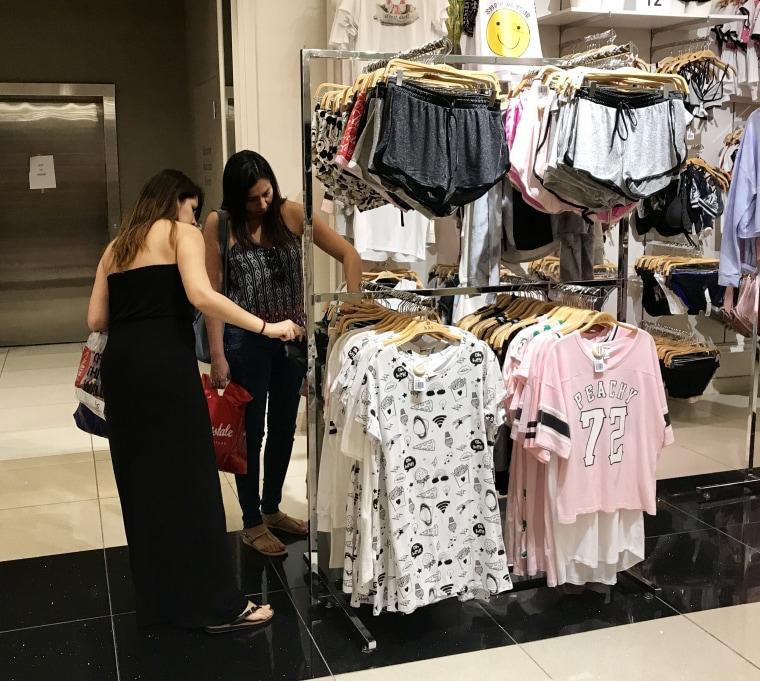 Image: Latina shoppers Latina 2.0