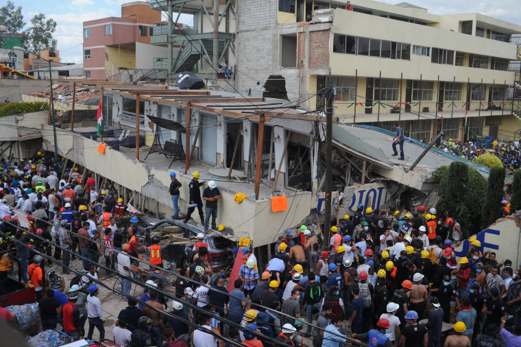 Image: At least 20 children, 2 adults dead at Mexico City school