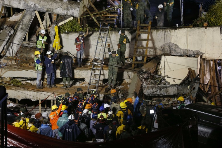 Image: Rescue workers at collapsed school in Mexico City