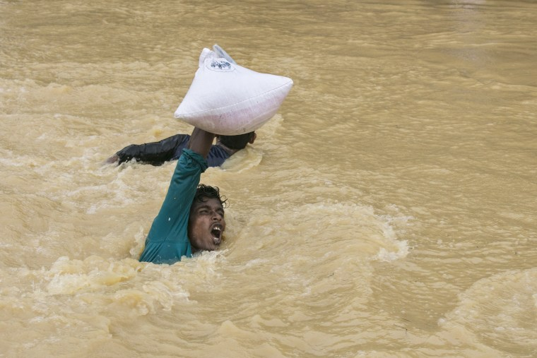 Image: Rohingya Refugees Flood Into Bangladesh