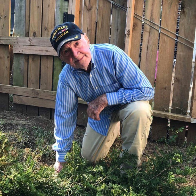 "97-year-old WWII veteran John Middlemas ""takes a knee"" in support of protesting NFL players."
