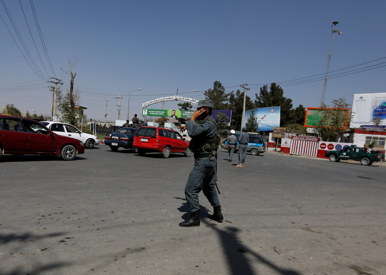 Image: Afghan Policemen Outside Kabul Airport