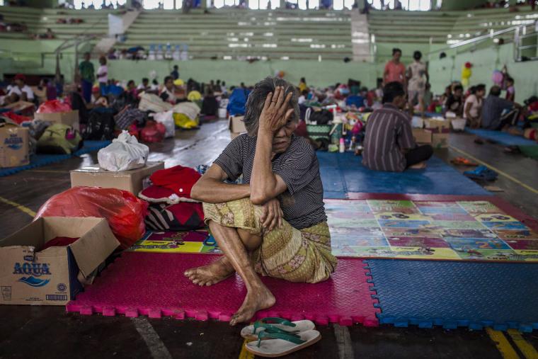 Image: Mount Agung volcano evacuation