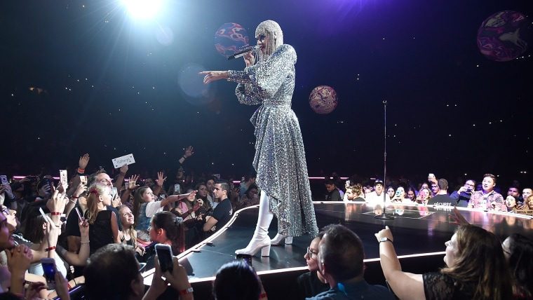 """Katy Perry """"Witness: The Tour"""" - Montreal"""