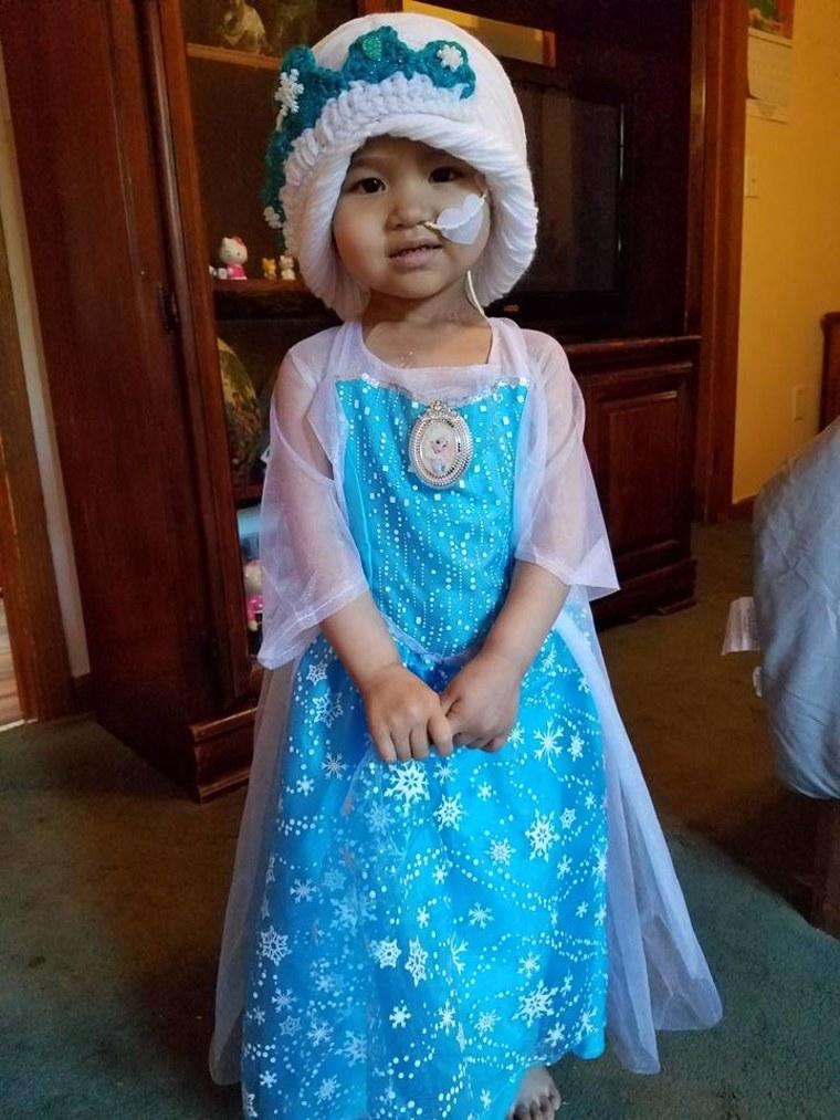 Little Leena makes an adorable Princess Elsa!