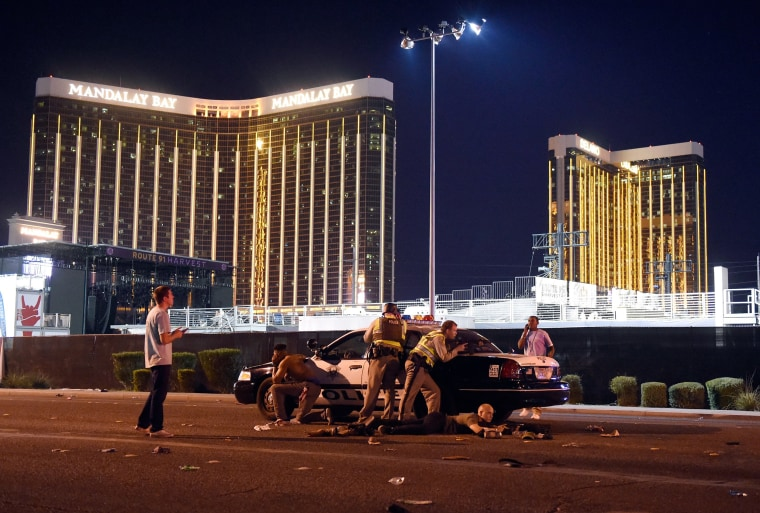 Image: Las Vegas police stand guard during the shooting