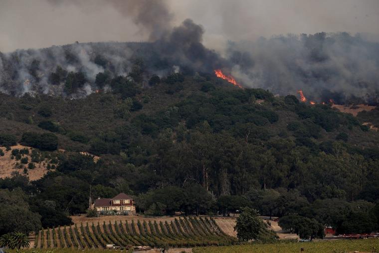 Image: A wildfire approaches Gundlach Bundschu winery