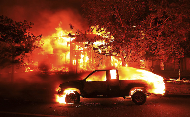 Image: Coffey Park homes burn early in Santa Rosa, California