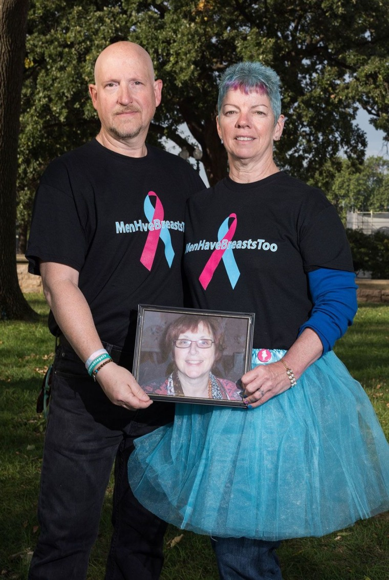 Michael Singer with his wife, Patty, and a photograph of his sister, Joanne, who died of breast cancer in 2008.