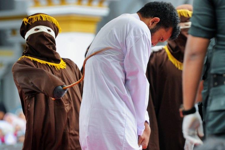 TOPSHOT-INDONESIA-CRIME-ISLAM-HOMOSEXUALITY