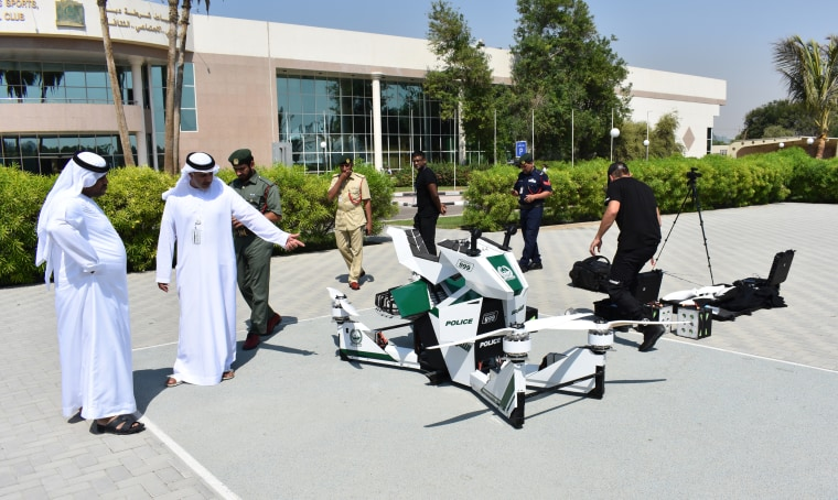 The Hoversurf is presented in Dubai.