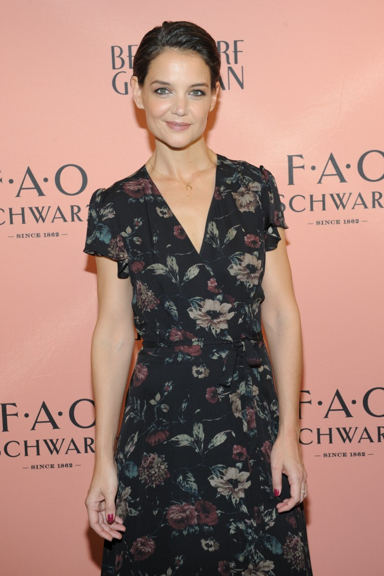 Katie Holmes debuts her new pixie 'do.