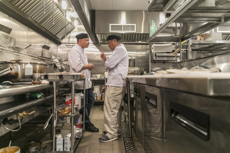 Image: Chen Lieh Tang speaks with an employee in the Hwa Yuan kitchen