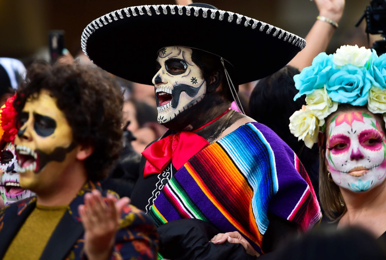 Image: People disguised as Catrina.