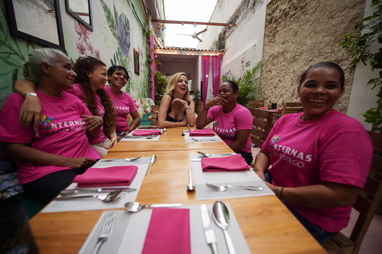 Image: Johanna Bahamon sits with inmates at the Interno restaurant