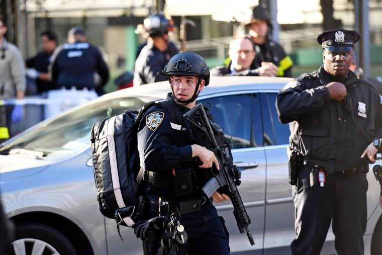 Image: Police officers arrive at scene