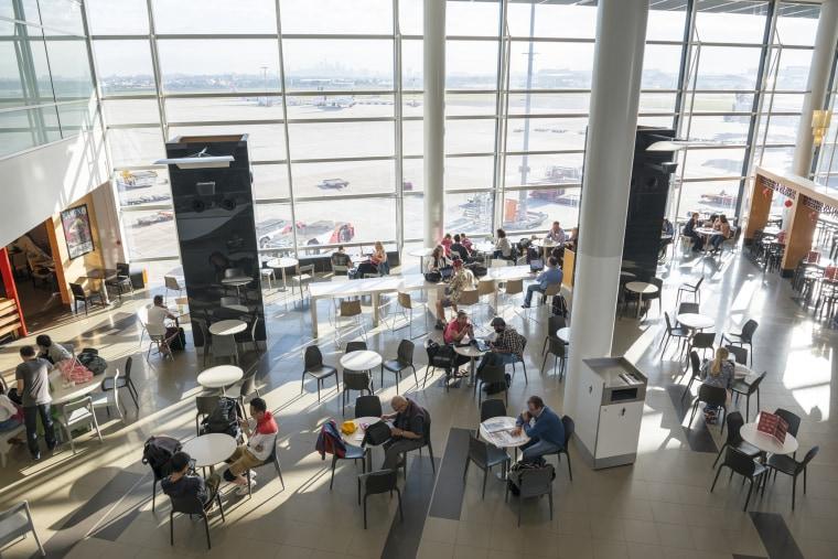Sydney airport Internaional terminal cafe