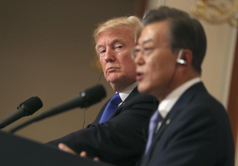Image: Donald Trump, Moon Jae-in