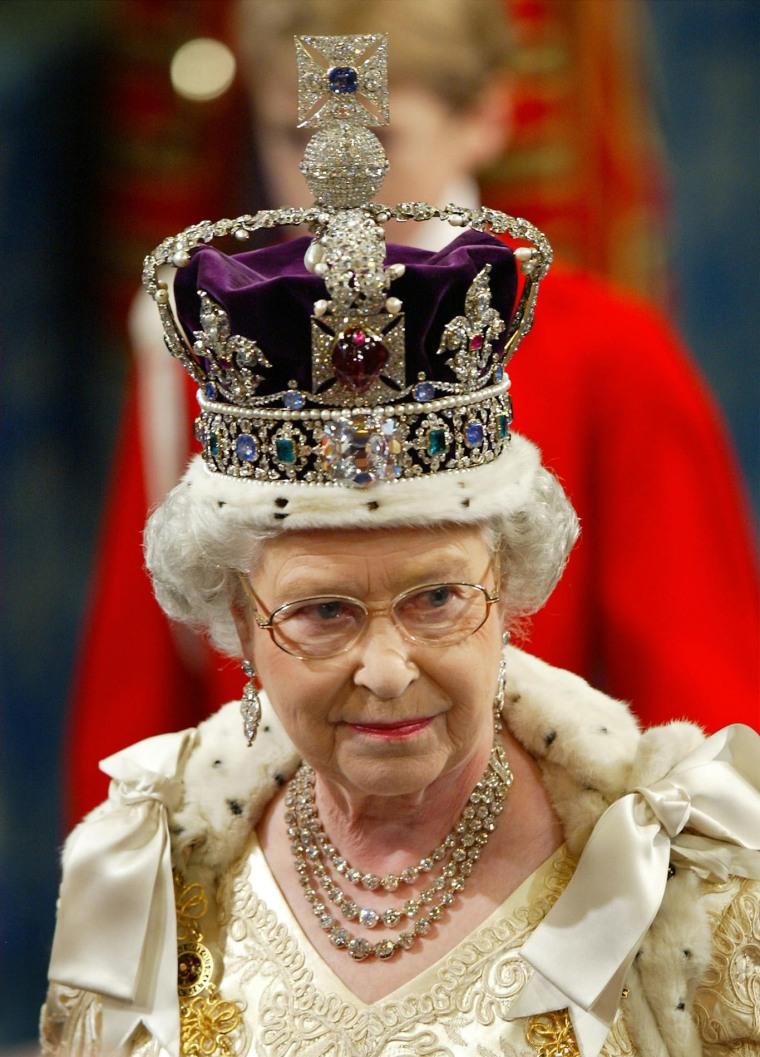 Image: Queen Elizabeth II in 2002