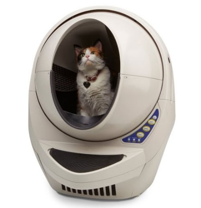 After your cat is safely out of the pod, this bot starts sifting waste and clumpy litter, keeping your hands and bathroom odor free.