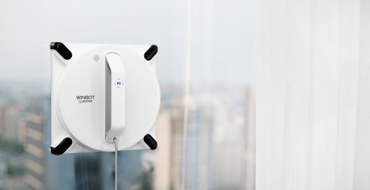 The Winbot 950 robot from Ecovacs is like Spiderman for your window cleaning.
