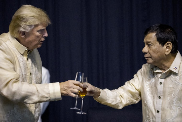 Image: Trump toasts Philippines President Rodrigo Duterte
