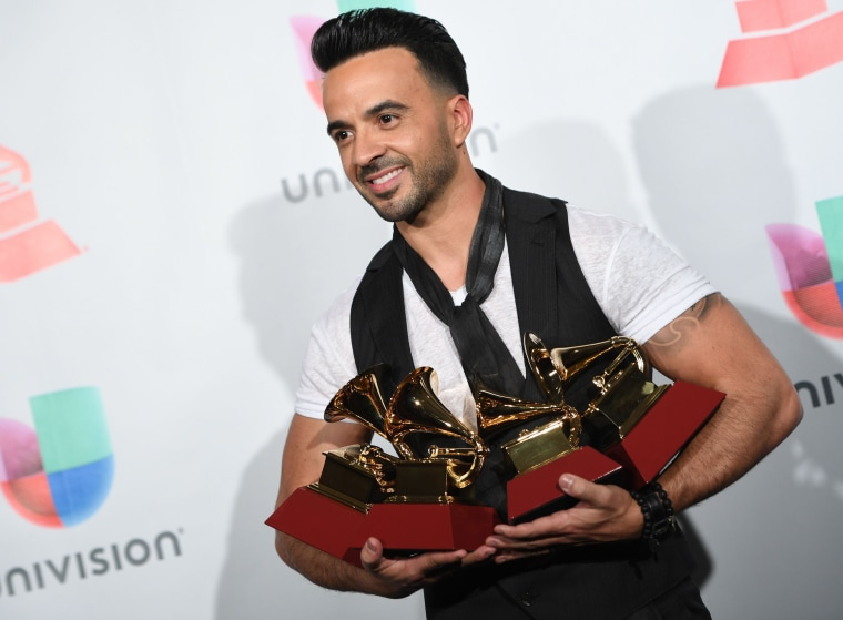 Image: US-ENTERTAINMENT-MUSIC-LATINGRAMMY-PRESSROOM