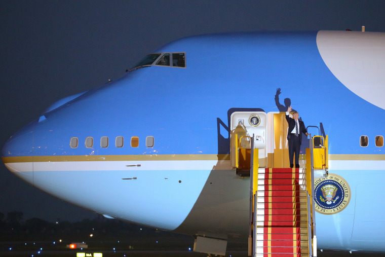 Image: Trump waves from the door of Air Force One