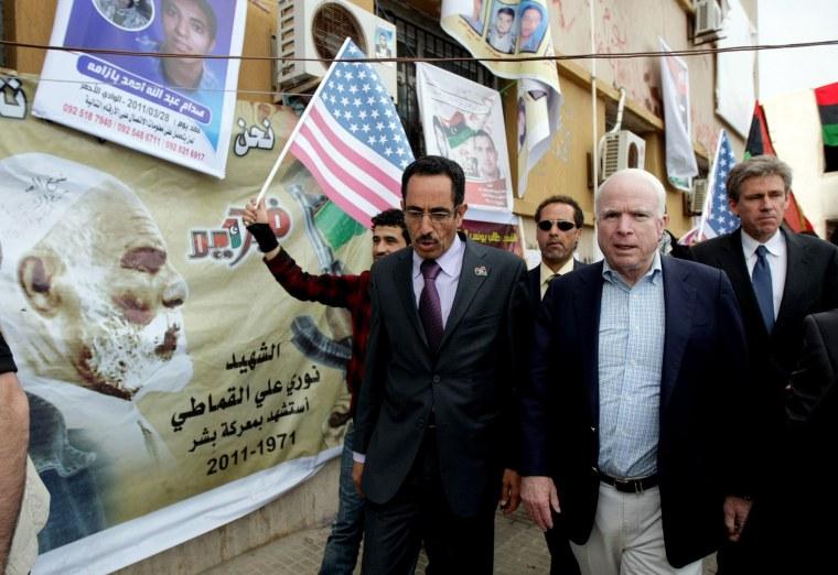 Image: US Rebuplican senator John McCain (R) walks with Abdul Hafiz Ghoqa