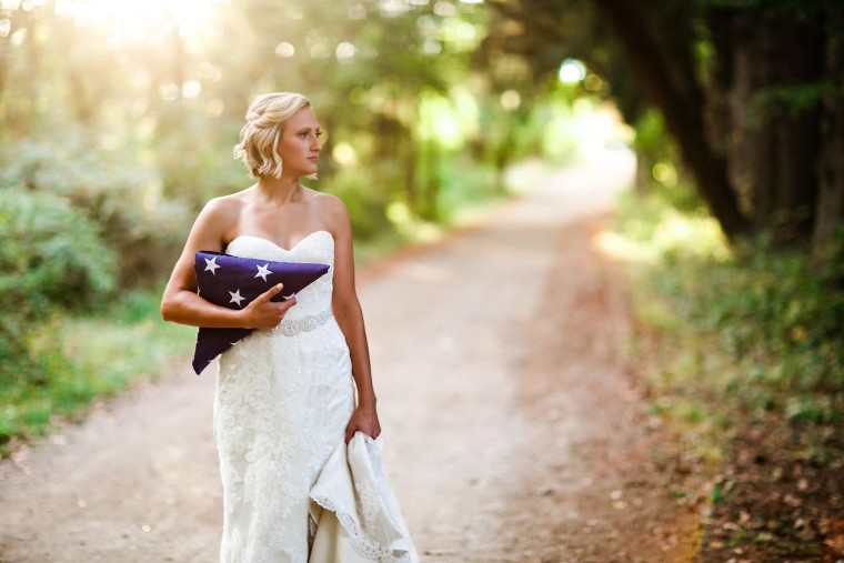 Bride does wedding photoshoot a week after husband-to-be was killed.