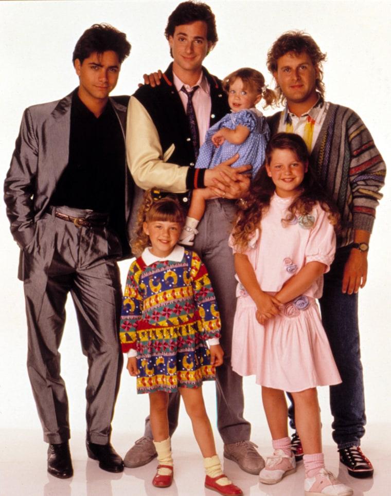 FULL HOUSE, (Clockwise), John Stamos, Dave Coulier, Candace Cameron, Ashley Olsen, Jodie Sweetin, Bo