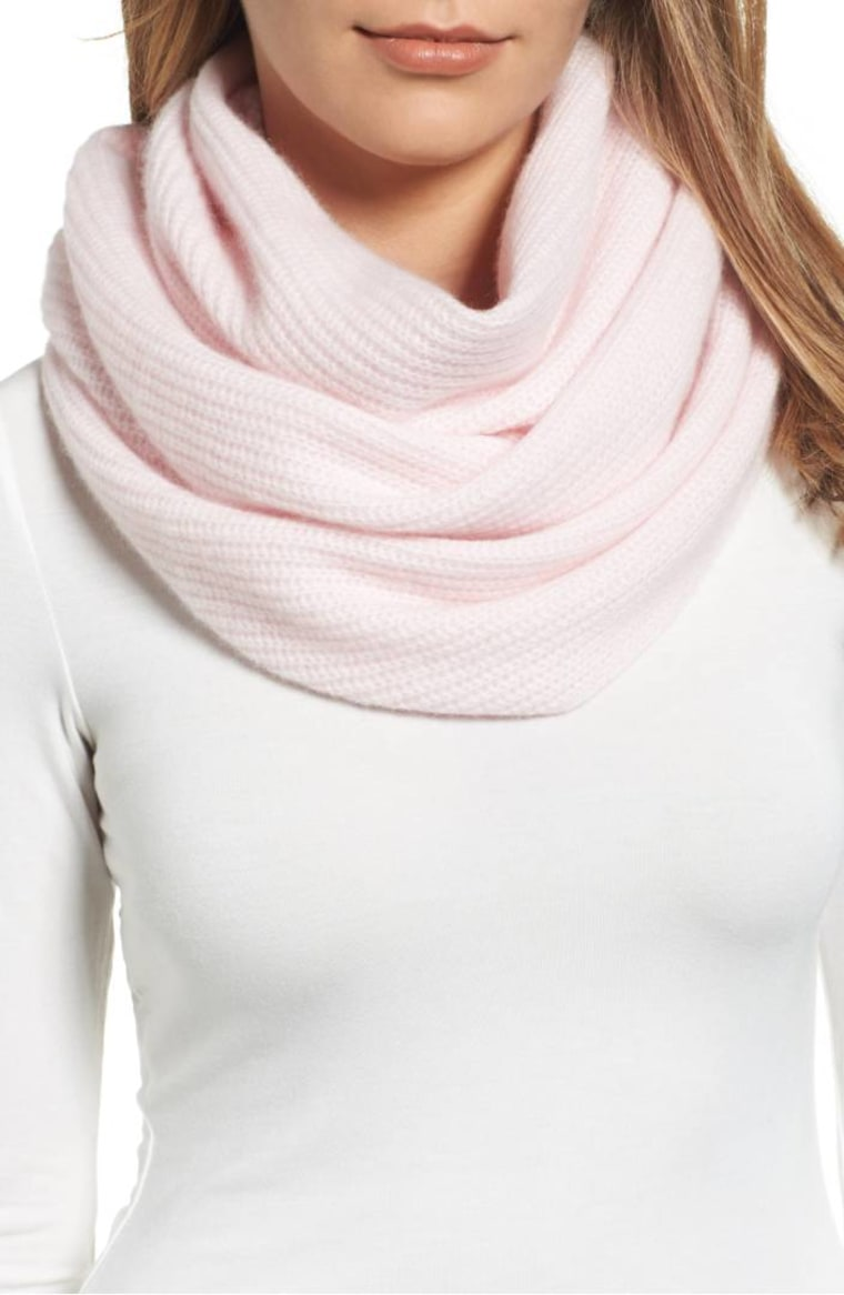 Cashmere infinity scarf in pink