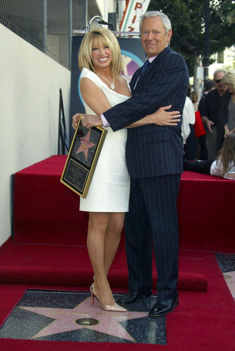 SUZANNE SOMERS RECEIVING STAR ON HOLLYWOOD WALK OF FAME, AMERICA - 24 JAN 2003