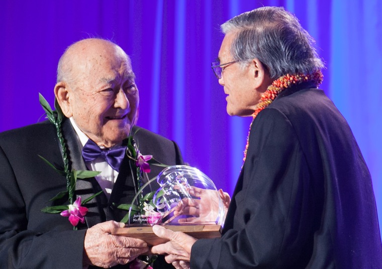 Bruce Kaji receiving his award from Norman Mineta at the Japanese American National Museum's 2017 gala.