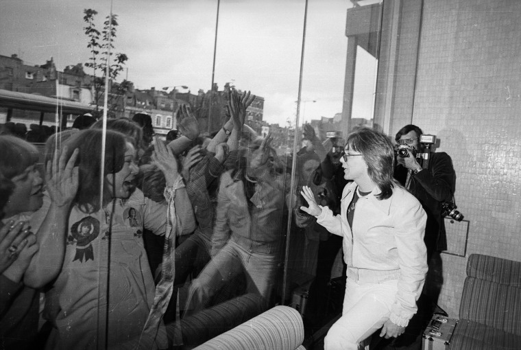 Image: Fans scream as they see David Cassidy through a pane of glass at the Thames television studio in London