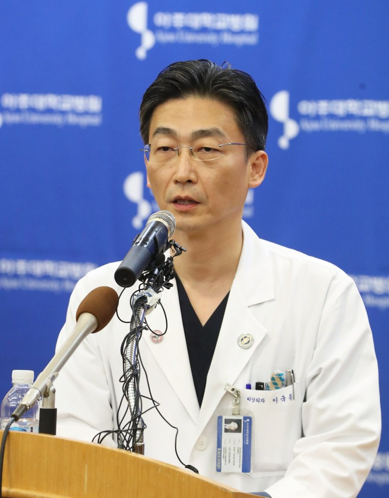 Image: South Korean surgeon who operated on North Korean defector