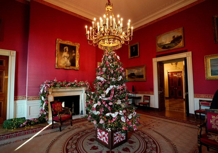 Image: Christmas decor at the White House in Washington